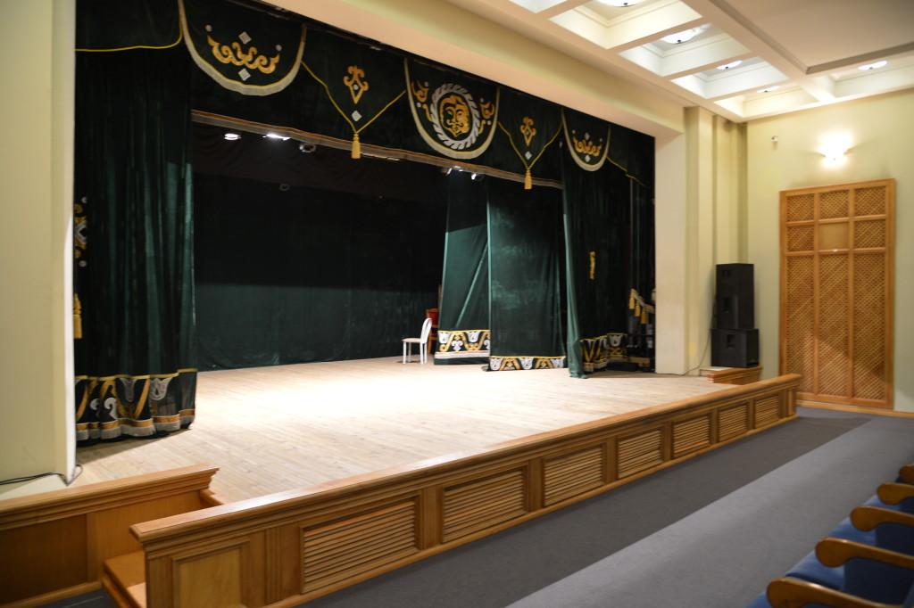 Малый зал сцена